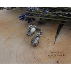 Pierścionek z Koralem Białym, wire wrapping
