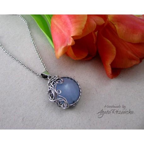 Wisiorek z błękitnym Jadeitem