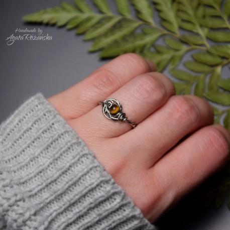 Mini pierścionek regulowany tygrysie oko