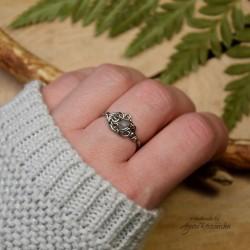 Mini pierścionek regulowany kamień księżycowy