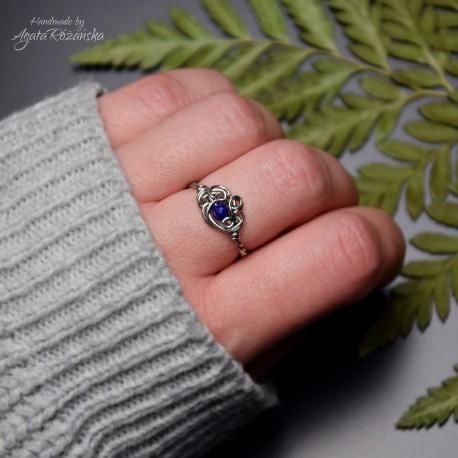 Mini pierścionek regulowany z lapis lazuli