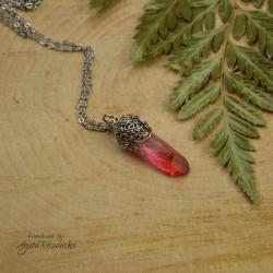 Wisiorek talizman różowo czerwony kryształ górski barwiony