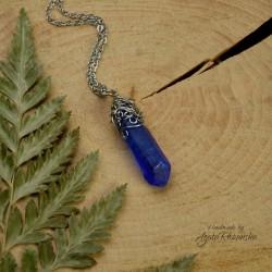 Wisiorek talizman niebieski chabrowy kryształ górski barwiony