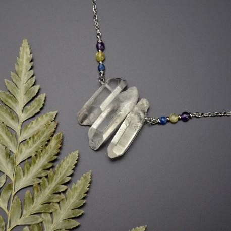 Naszyjnik z trzema soplami polerowanych kryształów górskich, kyanit, opal żółty, ametyst