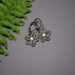 Malutkie kolczyki kwiaty z perłami, wire wrapping