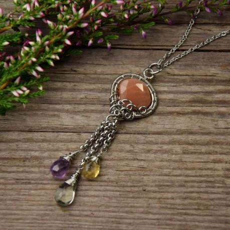 Kolorowy wisiorek pomarańczowy kamień księżycowy, cytryn i ametysty, wire wrapping