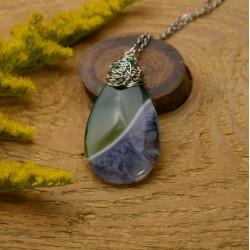 Wisiorek agat zielony z niebieskim kryształem wire wrapping