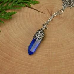 Wisiorek talizman niebieski chabrowy kryształ górski barwiony II